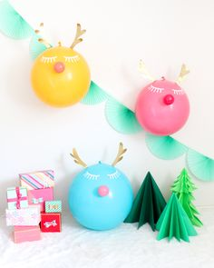 I usually am not one to think of balloons when it comes to the holidays, but after last years balloon garland tree , I now want to incorpor... Christmas Banner Printable, Christmas Mantels, Christmas Decorations, Modern Christmas, Christmas Diy, Merry Christmas, Balloon Crafts, Diy Presents, Ornament Crafts