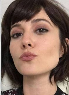 Beautiful Models, Beautiful Celebrities, Beautiful People, Androgynous Haircut, Ramona Flowers, Beautiful Brown Eyes, Mary Elizabeth Winstead, Fine Art Photo, Celebrity Hairstyles