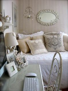 10 Victorious Cool Tips: Shabby Chic Background Free shabby chic home living room. Shabby Chic Decor, Shabby Chic Apartment, Chic Decor, Home Decor, Apartment Chic, Chic Bedroom, Shabby Chic Furniture, Guest Room Office, Guest Bedroom