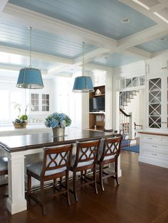 James Schettino Architects, New Canaan, CT. Jane Belles photo. South Shore Decorating, Blue Home Decor, Home Kitchens, Cottage Kitchens, Coastal Kitchens, French Kitchens, Kitchen Decor, Kitchen Styling, Kitchen Stuff