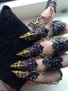 Ebony Armour Full hand set Midi Claw Rings by ArmaMedusa on Etsy Hand Jewelry, Cute Jewelry, Body Jewelry, Jewellery, Armor Cosplay, Cosplay Costumes, Fantasy Jewelry, Gothic Jewelry, Halloween Schmuck