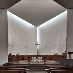 Natural light at the intersection of the cubes, Monasterio Benedictinos Chapel (1962)
