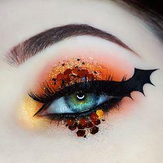 Bat Makeup, Disney Eye Makeup, Makeup Eye Looks, Gothic Makeup, Eye Makeup Art, Fantasy Makeup, Eyeshadow Makeup, Horror Makeup, Zombie Makeup