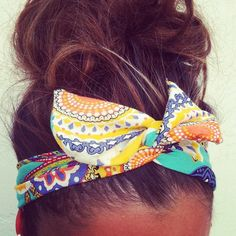I want that head band for summer! And why can't my hair look that good in a messy bun?!