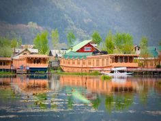Houseboat New Golden Flower, Srinagar, Kashmir Staying in a houseboat, in the magnificent Kashmir is a unique experience..