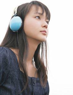 多部未華子mikako_tabe Asian Cute, Daniel Wellington, Asian Beauty, Headphones, Japanese, Tabe Mikako, Twins, Pose, Lemon