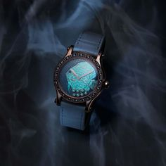 The Chopard Happy Fish fish puts on an amazing show at night as the fish and the seven moving diamonds glow magically in the dark thanks to a blue luminescent material set behind the dial. This limited edition of 25 pieces is exclusive to Chopard boutique