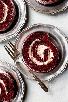 Köstliche Desserts, Delicious Desserts, Dessert Recipes, Yummy Food, Italian Desserts, Cupcake Recipes, Food Cakes, Cupcake Cakes, Red Velvet Cake Roll