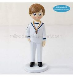 17 cm Cake topper of a nice boy to decorate a cake. ready to receive his First Communion dressed in a sailor suit. Première Communion, Communion Cakes, Sailor Cake, Costume Marin, First Communion Dresses, Family Events, Valentine Gifts, Wedding Favors, Valentino