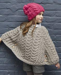 Breipatroon Poncho, patroon GRATIS bij afname garen. Crochet Poncho, Crochet Hats, Car Seat Poncho, Knit Baby Dress, Baby Knitting, Knitting Patterns, Winter Hats, Couture, Womens Fashion