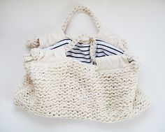 knit linen bag No Pattern :( I wanna figure it out! Crochet Handbags, Crochet Purses, My Bags, Purses And Bags, Cotton Cord, Knitted Bags, Knit Bag, Linen Bag, Knitting Accessories