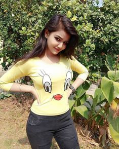 cute girl pic Indian Beautiful Girls - Online Information 24 Hours Beautiful Girl Photo, Beautiful Girl Indian, Beautiful Moon, Beautiful Life, Stylish Girls Photos, Stylish Girl Pic, Preety Girls, Cute Girls, Dehati Girl Photo