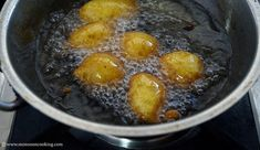 Eggless Pampoen Koekies - Famous South African dessert made with Pumpkin puree. These fritters are mildly sweetened and can be served with powdered sugar. Finger Food Appetizers, Finger Foods, Appetizer Recipes, South African Desserts, South African Recipes, Pumpkin Fritters, Pumpkin Puree, Pumpkin Recipes, Food To Make