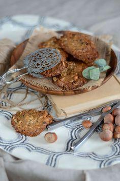 Je dois bien avouer que j'ai hésité à partager cette recette avec vous car mes biscuits à la noisette ne sont pas très photogéniques, mais...