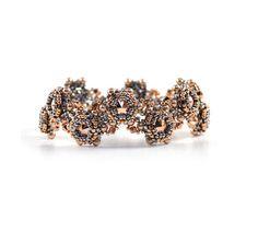Penny Crossing Bracelet Beading Pattern by LiisaTurunenDesigns on Etsy https://www.etsy.com/listing/176322439/penny-crossing-bracelet-beading-pattern
