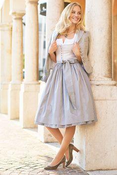 what a modern dirndl should look like Drindl Dress, The Dress, Casual Dresses, Dresses For Work, Pretty Dresses, Leotard Fashion, Sweet Dress, Classy Dress, Ladies Dress Design