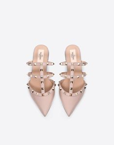 Discover the Rockstud Calfskin Mule for Woman. Find the entire collection at the Valentino Online Boutique and shop designer icons to wear. Valentino Shoes Flat, Valentino Rockstud Flats, Valentino Garavani, Prada Backpack, Shoe Zone, Italian Fashion Designers, Slip On Mules, Shoe Collection, Summer Shoes