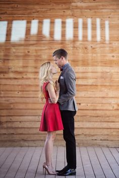 Cute autumn engagement inspo | Image by Matthew Moore Photography