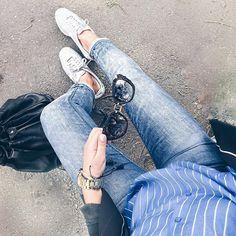 outfit-look-looks-fashion-blogger-veronica-giuffrida-italia-giacca-jeans-brunette-nike-cortez-camicia-azzurra-occhiali-miumiu-borsa-the-bridge-  Instagram/Snapchat: @Veronikagi