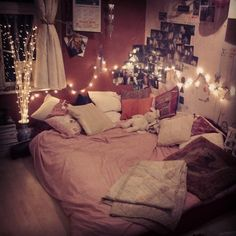 Apartment living on pinterest beds dorm and canopies for Cuartos de ninas con luces