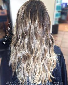 Balayage hair painting. Blonde balayage color melt. #blondebalayage #balayage #balayagedenver #hairpainting #colormelt #denver #denverhair #denverhairstylist #haircolor #haircolorsalondenver #modernsalon #americansalon #behindthechair...