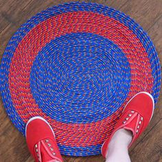 Easy, Colorful Poly Rope Rug DIY Easy, Colorful Poly Rope Rug DIY DIY no-sew braided rope rug Easy no-sew braided rope rug. This DIY home decor t…Easy Rug Making At Home Using Rope And Fabric Rope Crafts, Decor Crafts, Diy Crafts, Crochet Crafts, Creative Crafts, Yarn Crafts, Fabric Crafts, Dollar Store Crafts, Dollar Stores