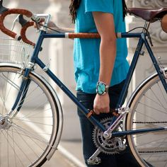 cool idea, but why in heck is he carrying it on the drive side? Bicycle Frame Handle