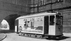 Tramwaj wjeżdża na pl.Uniwersytecki.Lata 1925-1930