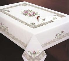 """ru / Фото - - """"Design Works Crafts Stamped Embroidery Roses and Lace Tablecloth, 50 by"""", """"Stamped Cross Stitch Tablecloths - Cross Stitch Heart, Cross Stitch Flowers, Cross Stitch Kits, Cross Stitch Designs, Cross Stitch Patterns, Hardanger Embroidery, Embroidery Kits, Cross Stitch Embroidery, Machine Embroidery"""