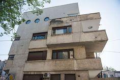 Via București Imobilul Solly Gold, proiectat de Marcel Iancu în 1934 Small Art, Marcel, Romania, Frocks, Dan, Buildings, Art Deco, Memories, Sculpture
