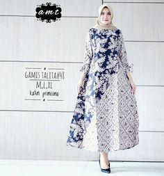 62 Model Gamis Batik Terbaru Populer 2020 – CuanLagi.Com Batik Fashion, Abaya Fashion, Muslim Fashion, Fashion Outfits, Blouse Batik, Batik Dress, Stylish Dress Designs, Stylish Dresses, Outer Batik