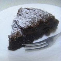 材料はチョコレートと卵だけ!チョコレートの純粋なおいしさが楽しめる甘さ控えめのケーキです。