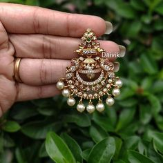 Gold jewelry fashion - Don't Miss These 30 South Indian Antique Gold Jewellery Designs – Gold jewelry fashion Indian Jewelry Earrings, Jewelry Design Earrings, Gold Earrings Designs, Gold Jewellery Design, Antique Earrings, Buy Earrings, Necklace Designs, Pearl Earrings, Antique Jewellery Designs