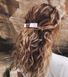 11 Half-Up, Half-Down Hairstyles That Are Perfect for Lazy Days - Haare - Hair Styles Curly Hair Styles, Natural Hair Styles, Hair Clip Styles, Down Hairstyles, Pretty Hairstyles, Hairstyles Pictures, Natural Wavy Hairstyles, Blonde Curly Hair Natural, Curly Balayage Hair