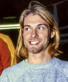 Kurt Cobain - the happiest I think I've ever seen Kurt look. Kurt Cobain Style, Kurt Cobain Photos, Nirvana Kurt Cobain, Pretty People, Beautiful People, Rock And Roll, Donald Cobain, Smells Like Teen Spirit, Dave Matthews