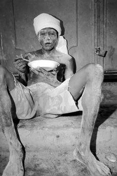 Bruce Gilden, 'flour worker in La Saline eating lunch', Port-au-Prince, 1984