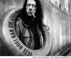 Herman Brusselmans - Flemish novelist, poet, playwright and columnist, living in Ghent. Great Photos, Cool Pictures, Beautiful Pictures, Street Photography, Portrait Photography, Paris Match, Silly Faces, People Of Interest, Black And White Portraits