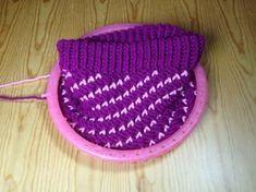 Loom Knitting Stitches, Knitting Machine Patterns, Loom Knitting Projects, Yarn Projects, Loom Patterns, Loom Crochet, Loom Knit Hat, Crochet Hats, Loom Hats