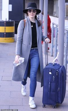 Relaxed: The Downton Abbey star showed off her casual sense of style in a grey. Grey Trench Coat, Trilby Hat, Michelle Dockery, Star Show, Effortless Chic, Downton Abbey, Celebrity Style, Street Style, Celebrities