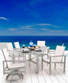 The Luxe Collection creates an outdoor living experience that is full of modern style and comfort.  Gathering for a casual family meal or alfresco dinner party, the Luxe Collection provides the ultimate setting.