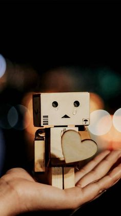 Iphone Wallpaper Music, Robot Wallpaper, Cartoon Wallpaper, Danbo, Crazy Friend Quotes, Robot Picture, Love Images With Name, Box Robot, Cute Cartoon Boy