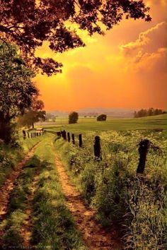 =>I adore this finest nature landscape photography. Beautiful Sunset, Beautiful World, Beautiful Places, Beautiful Pictures, Stunningly Beautiful, Beautiful Scenery, Cenas Do Interior, Landscape Photography, Nature Photography