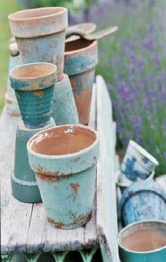 Chippy shabby turquoise and aqua painted clay pots for the beach cottage + plants + landscape Garden Crafts, Garden Projects, Vasos Vintage, Pots D'argile, Plant Pots, Potted Plants, Vignette Design, Painted Clay Pots, Pot Jardin