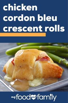 Top these Chicken Cordon Bleu Crescent Rolls with gravy. These Chicken Cordon Bleu Crescent Rolls have everything you love about the French-inspired dish. Crockpot Recipes, Chicken Recipes, Cooking Recipes, Crescent Rolls, Crescent Dough, Crescent Roll Recipes, Chicken Cordon Bleu, Saveur, Main Meals
