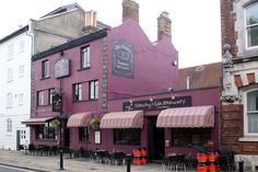 "[MATCHDAY PUB] The Platform Tavern in Southampton. Saints fan reviews: ""Great little pub opposite the Hythe Ferry - added bonus you can catch the free bus to stadium and back"" ""Would definitely suggest the Platform Tavern for anyone visiting Southampton!"" ""Excellent venue and good live music"" #SaintsFC #GlobalSFC"