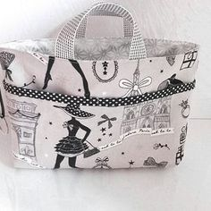 Reversible bag organizer, handbag organizer, small bag to store your necessities, basket, empty pocket Handbag Storage, Diy Handbag, Handbag Organization, Handbag Organizer, Handmade Purses, Handmade Handbags, Diy Sac, Sacs Diy, Coin Couture
