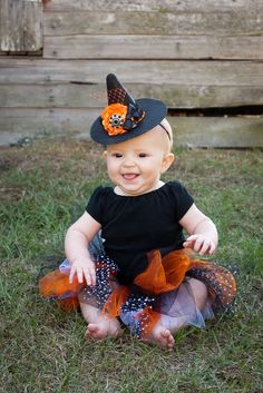 50 halloween costume ideas for kids girls!Sometimes store-bought Halloween costumes just don\'t cut it. These DIY Halloween costumes for kids are easy to make and more unique. Halloween Costume 6 Months, Baby First Halloween Costume, Halloween Kids, Baby Witch Costume, Witch Tutu, Infant Halloween Costumes, Halloween Party, Halloween Projects, Halloween Stuff