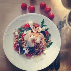 pasta with rucola, tomatoes and parmesan