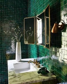 Green Bathroom Rugs, Dark Green Bathrooms, Diy Bathroom Decor, Bathroom Colors, Colorful Bathroom, Bathroom Ideas, Bathroom Trends, Bathroom Inspo, Modern French Interiors
