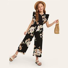 To find out about the Girls Ruffle Armhole Floral Wide Leg Jumpsuit at SHEIN, part of our latest Girls Jumpsuits ready to shop online today! Preteen Girls Fashion, Kids Outfits Girls, Dresses Kids Girl, Girls Fashion Clothes, Teen Fashion Outfits, Kids Fashion, Fashion Dresses, Cute Casual Outfits, Stylish Outfits